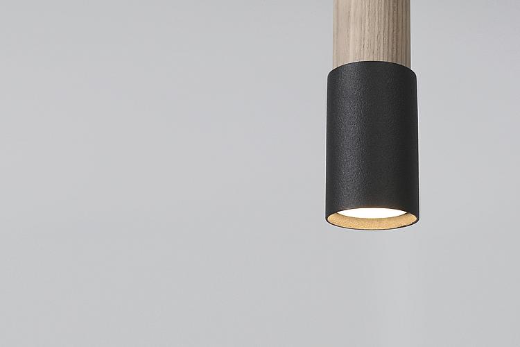 Черный потолочный светильник цилиндр
