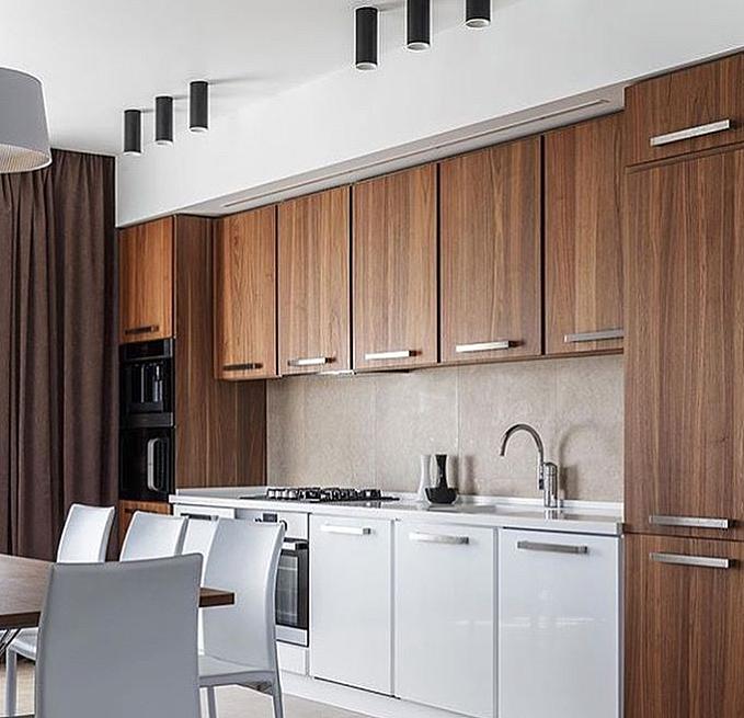 Черный потолочный светильник для кухни